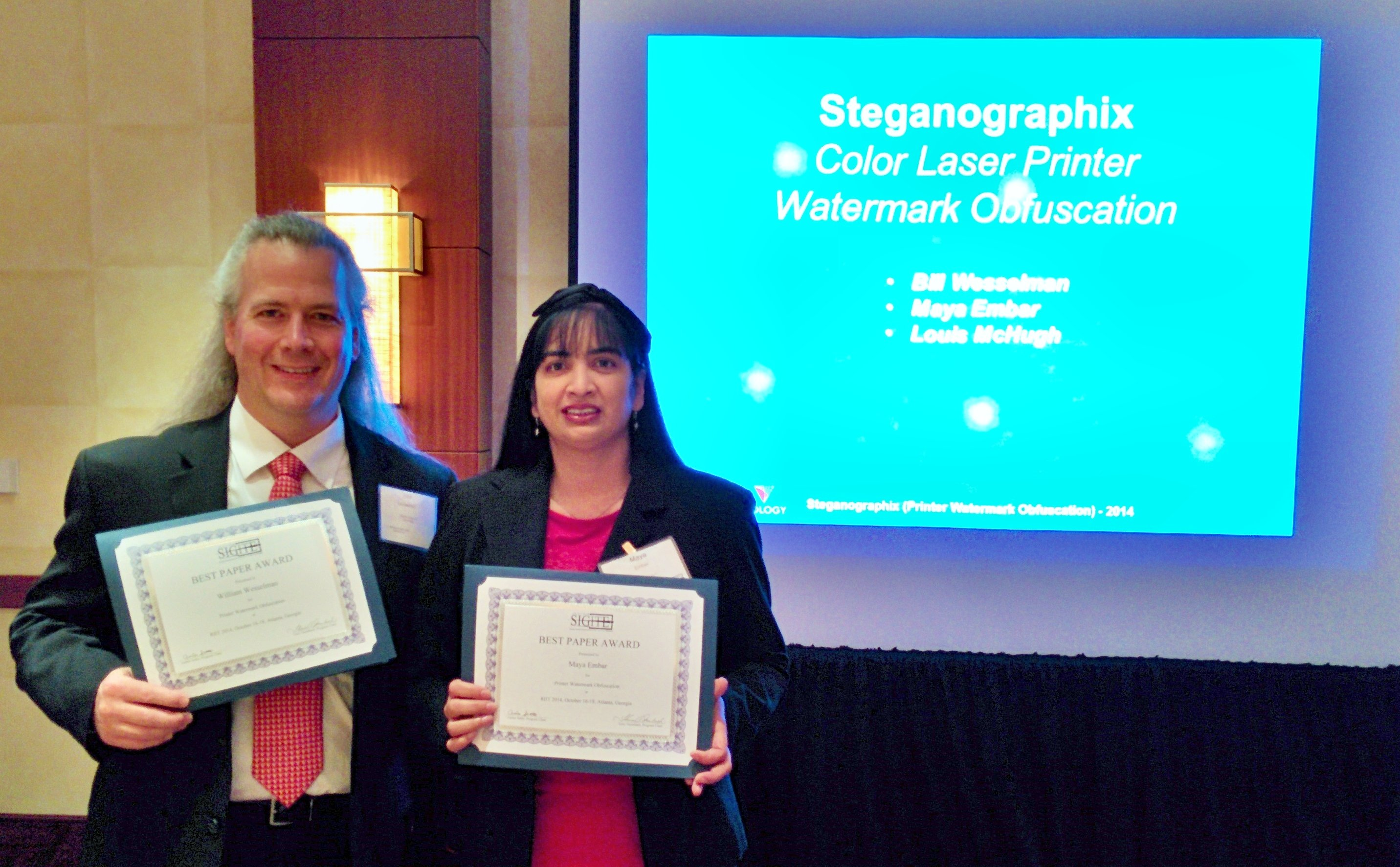 ITM students Bill Wesselman and Maya Embar display their award for ACM RIIT 2014 Best Paper.